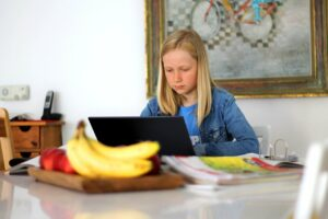 Weniger Stress beim Homeschooling – wie Sie Ihre Kinder entspannt von Zuhause unterrichten